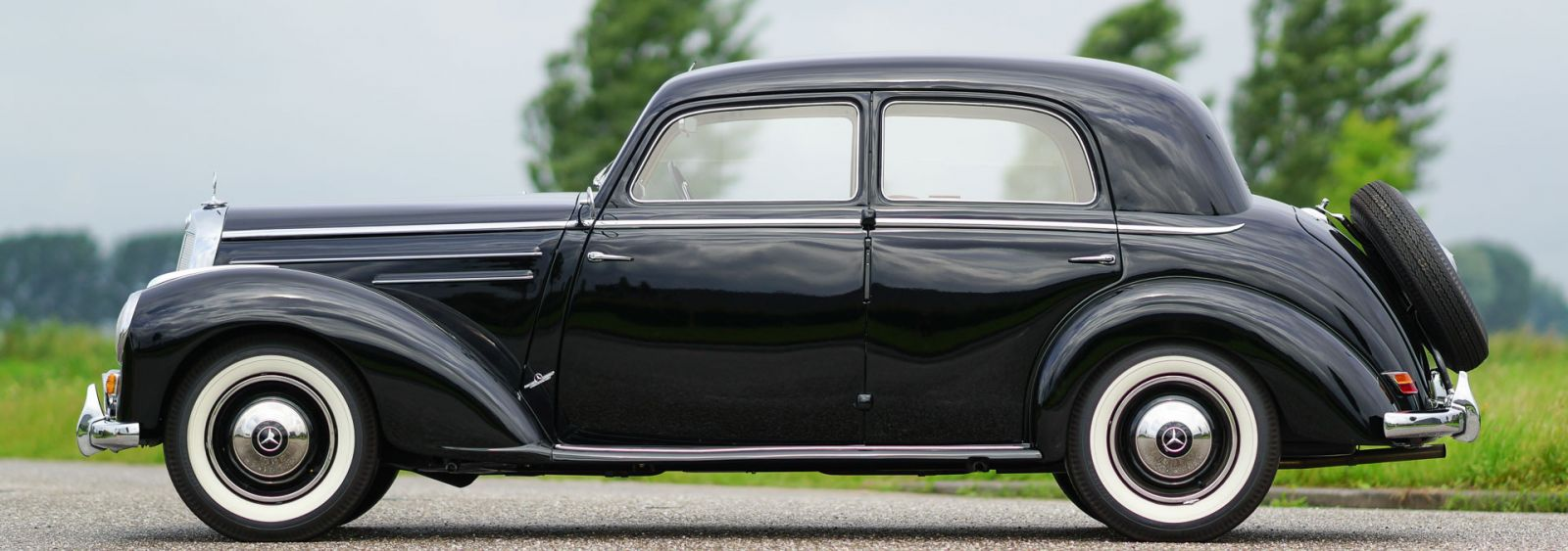 mercedes benz 220 limousine 1952 classicargarage fr. Black Bedroom Furniture Sets. Home Design Ideas