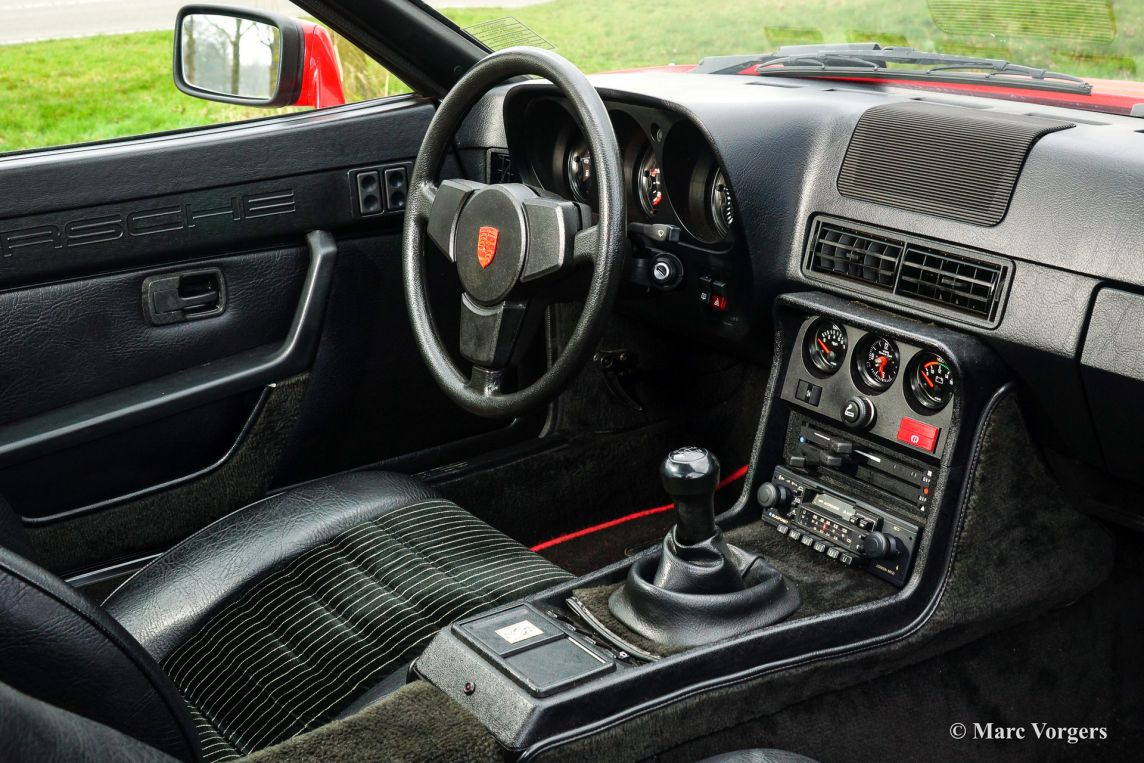 Porsche 924 1981 classicargarage fr for Porsche 924 interieur